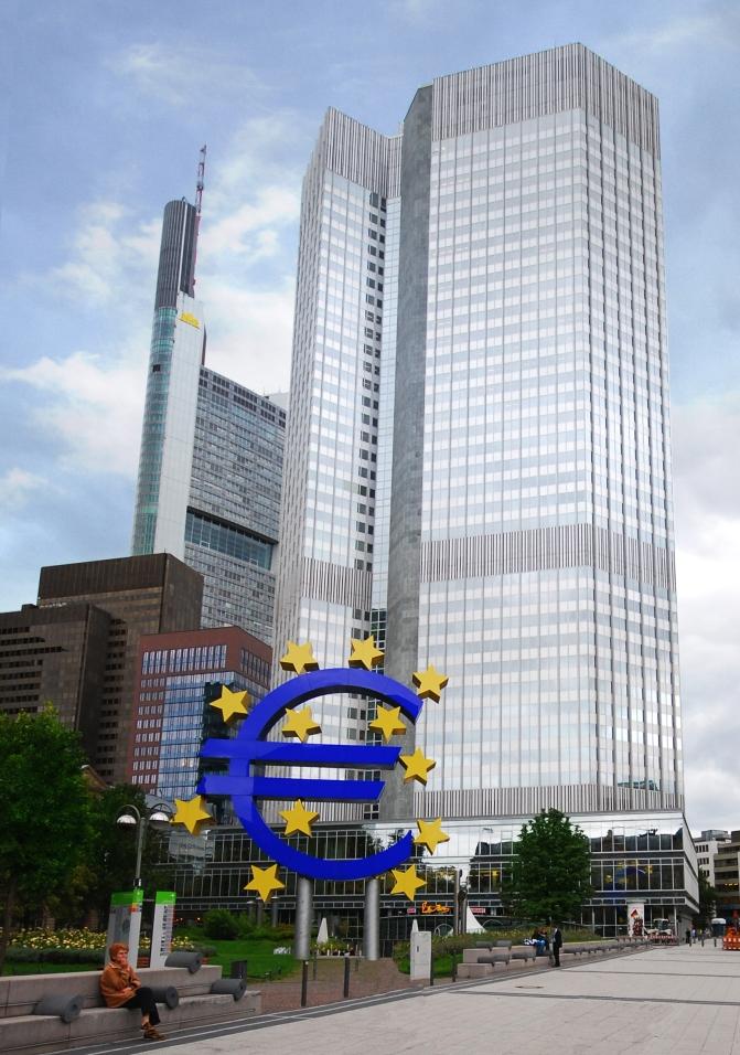 Draghi saca la artillería, el bazooka y el fusil